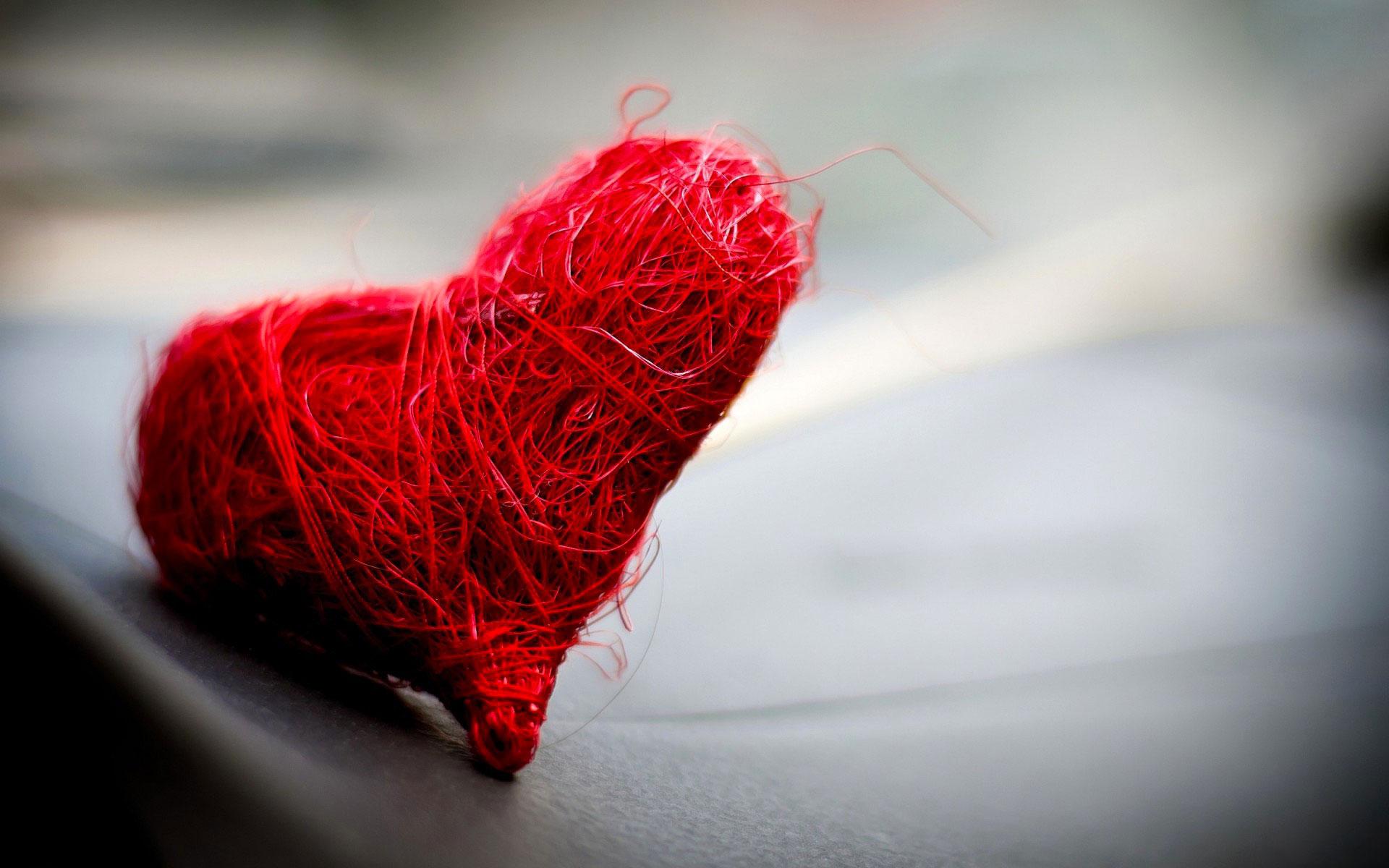 Красная нить: молитва на оберег