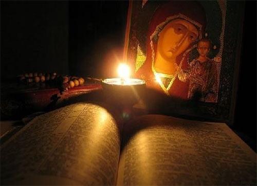 Как церковь рекомендует снимать порчу молитвами