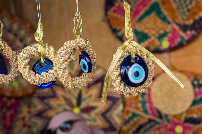 Можноли носить чужие вещи иукрашения: мнение эзотериков инародные приметы