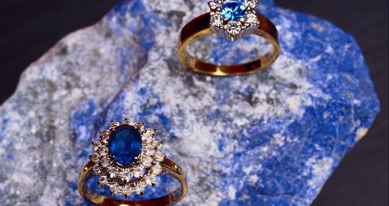 Сапфир: свойства камня и кому он подходит по Знаку Зодиака