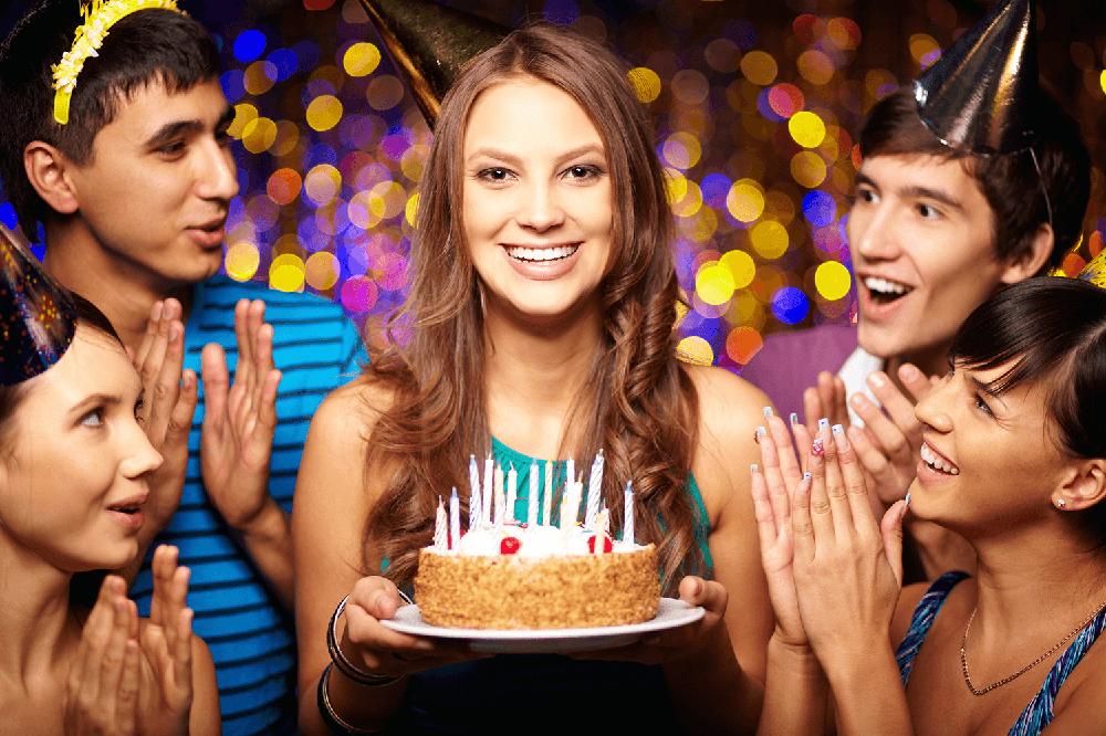 Почему нельзя отмечать день рождения заранее: приметы