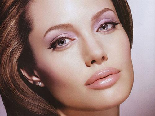 Анджелина Джоли снова изменяет Бреду Питту