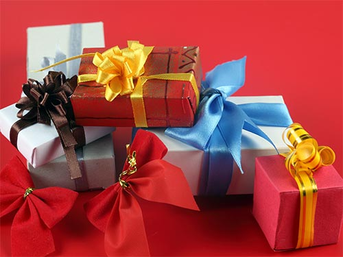 Подарки и приметы: как не наслать беду?
