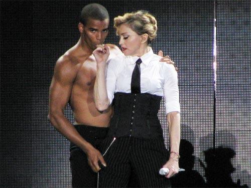 Мадонна выходит замуж за своего танцора: персональный гороскоп певицы