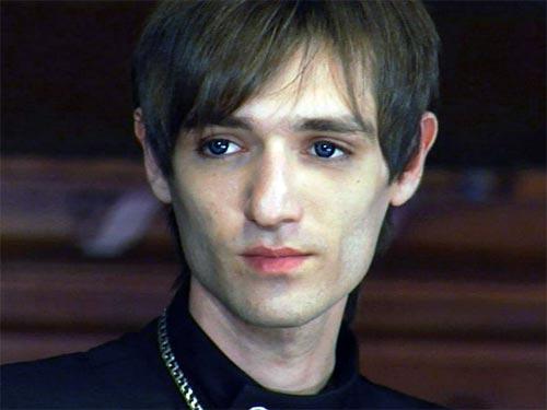Александр Шепс провел ночь на кладбище, чтобы изгнать злой дух из дома сельской жительницы