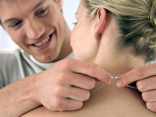 Цепочка на вашей шее: магическое значение, приметы и гадания