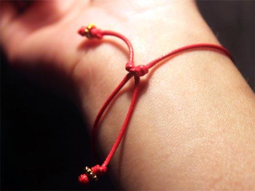 Дмитрий Волхов: чем поможет красная нить на запястье