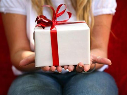 Почему нельзя дарить дареное. Приметы и суеверия