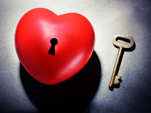 Белый приворот на любовь: как привязать к себе мужчину