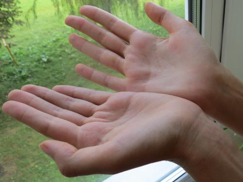 Секреты хиромантии: по какой руке гадают