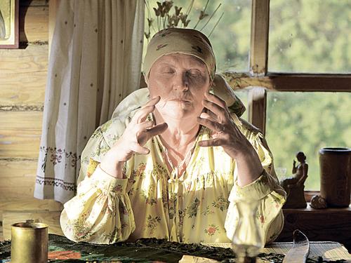 Героиней сериала «Слепая» стала настоящая ясновидящая баба Нина
