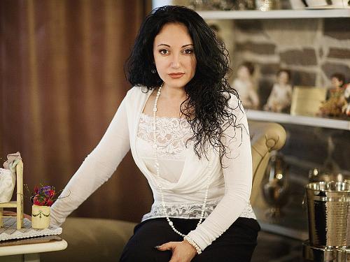 Фатима Хадуева: какие украшения лечат болезни