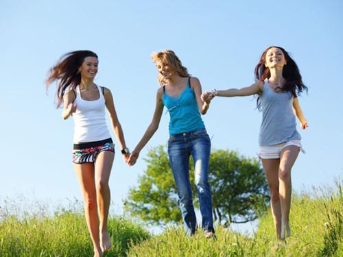 Женский гороскоп: три типа женской дружбы по Знаку Зодиака