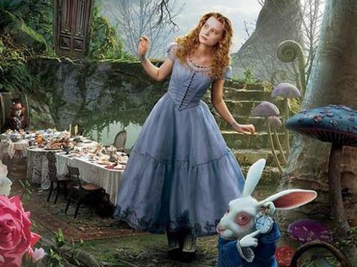 Шуточный гороскоп: кто вы из сказки «Алиса в Стране Чудес»