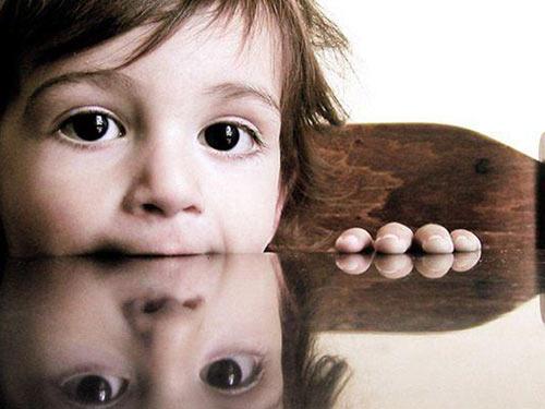 Почему зеркало опасно для ребенка