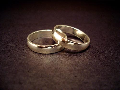 На какой руке принято носить обручальное кольцо