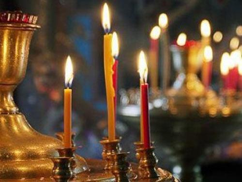 Как правильно ставить в церкви свечи