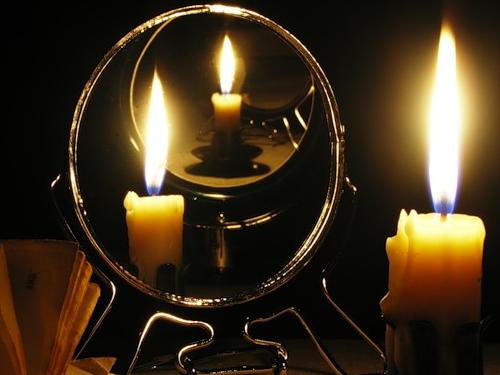 Почему завешивают зеркала: традиции и приметы