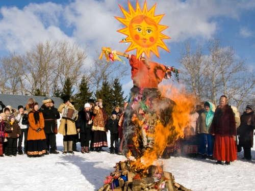 Тещины блины и золовкины посиделки: как празднуют Масленицу по дням недели