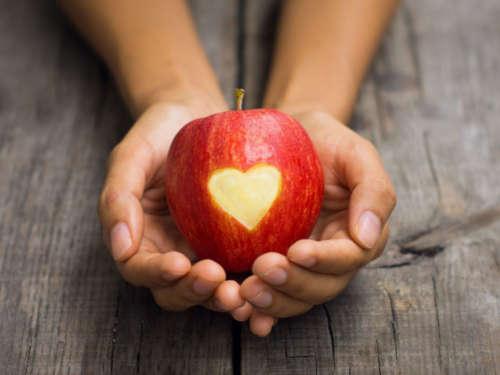 Заговоры на яблоко: возвращаем молодость, красоту и любовь