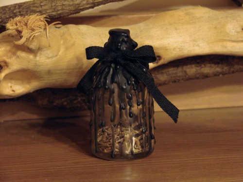 «Ведьмина бутылка»: оберег для дома своими руками