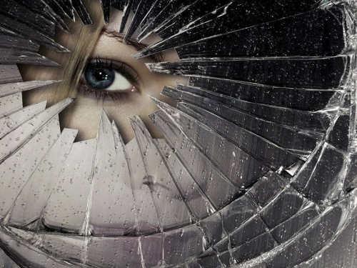 Как отвести беду, если разбилось зеркало