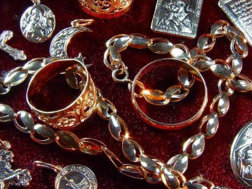 Целебные свойства драгоценных металлов: какое украшение выбрать