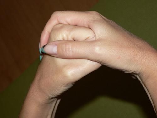 Магические жесты, защищающие отврагов ипривлекающие удачу