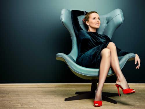 Как повысить самооценку истать увереннее всебе: аффирмации для женщин