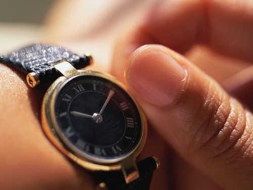 Накакой руке носят часы мужчины иженщины
