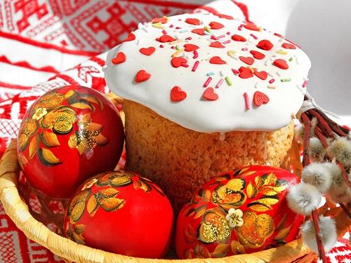 Почему наПасху красят яйца ипекут куличи
