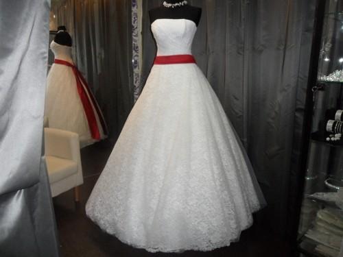 Можноли продавать свадебное платье: приметы