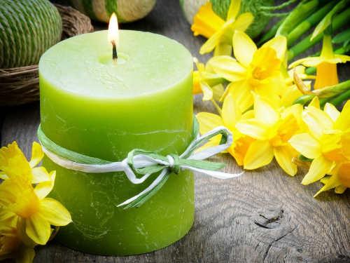 Заговор назеленую свечу: привлекаем деньги