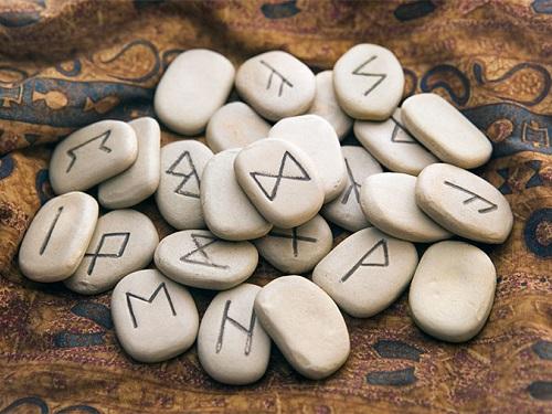 Что такое руны и как характеризуются? Применение их символов