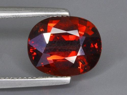 Гранат: свойства камня икому онподходит