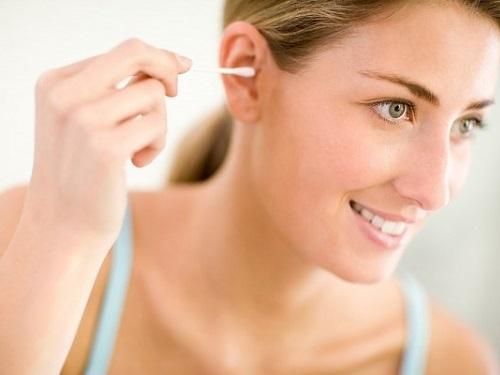 Кчему чешутся уши: народные приметы