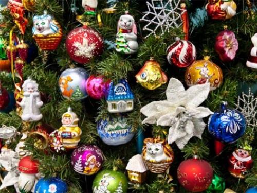 Заговоры наелочные игрушки: наряжаем елку ипривлекаем богатство, любовь иблагополучие