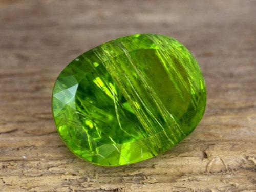 Хризолит: свойства камня икому онпоходит поЗнаку Зодиака