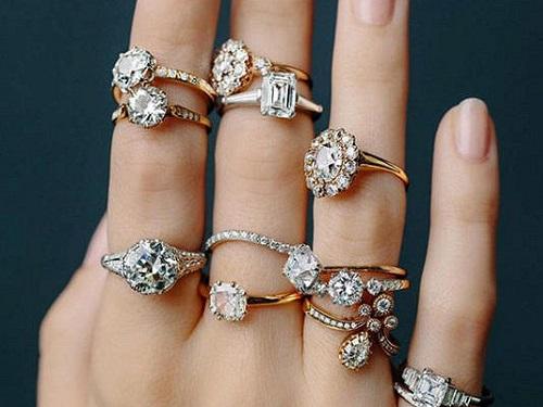 Накаких пальцах нельзя носить кольца: приметы