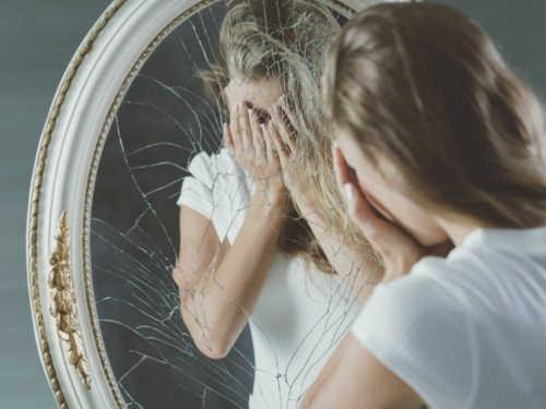Приметы про разбитое зеркало