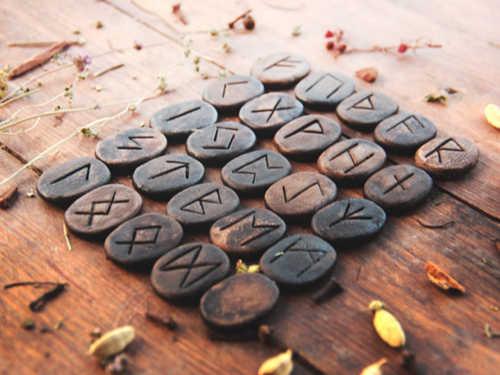 Сильные рунические ставы иформулы: назащиту, удачу, любовь иденьги