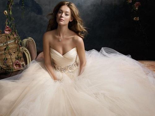 Что делать сосвадебным платьем после свадьбы: приметы