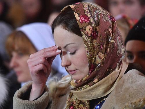 Как правильно креститься православным вцеркви
