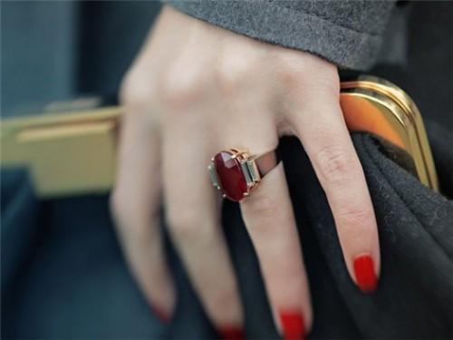 Можноли носить кольцо набезымянном пальце
