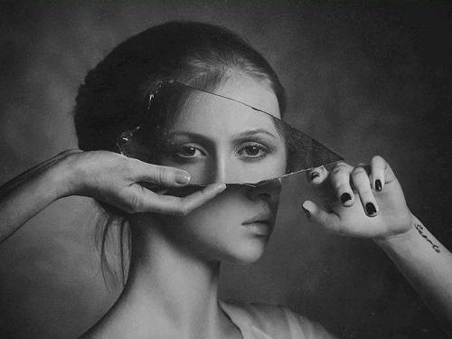 Почему нельзя смотреть вразбитое зеркало