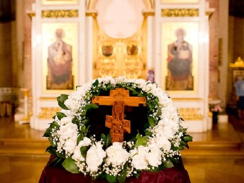 Воздвижение Креста Господня в2019году: дата, традиции иобычаи