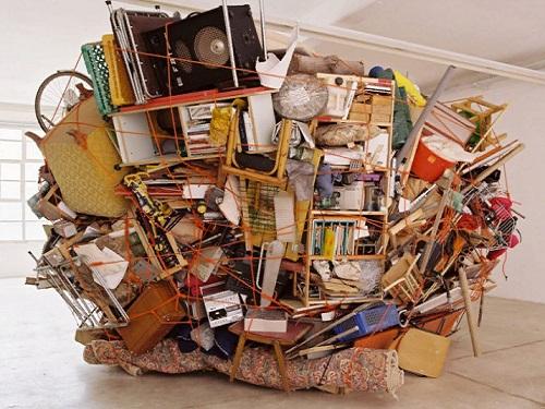 Как правильно избавляться отстарых вещей