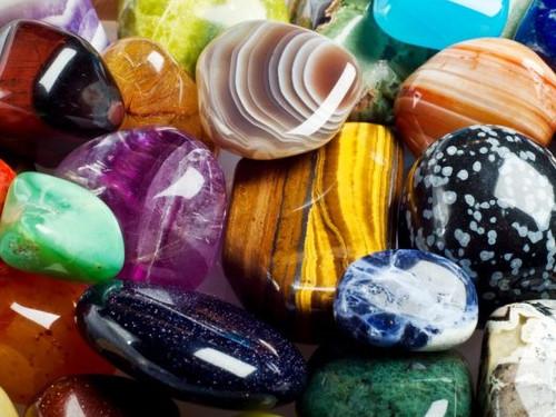 Камни для привлечения денег поЗнакам Зодиака