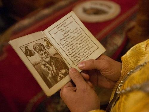 Как правильно молиться дома ивцеркви