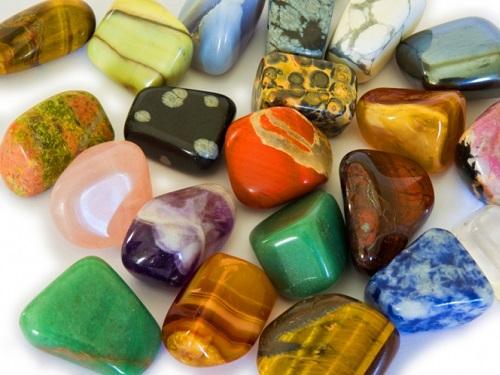 Какие камни подходят женщинам подате рождения